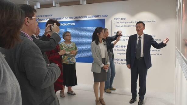 Westerse geleerden komen bijeen in Seoul voor de première van de fototentoonstelling van De Kerk van Almachtige God